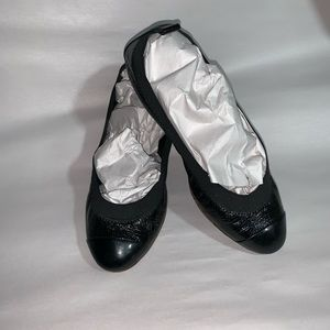 CHANEL size 35 soft crinkled patent leather flats